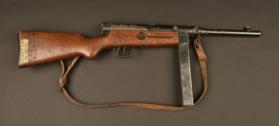 Pistolet mitrailleur italien Beretta 38/49 Mdl 4. Catégorie C9