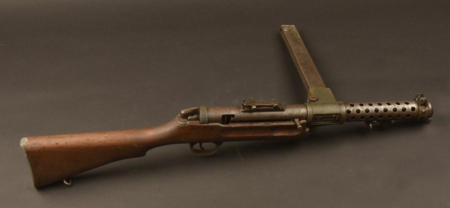 Pistolet mitrailleur Lanchester MK I. Catégorie C9
