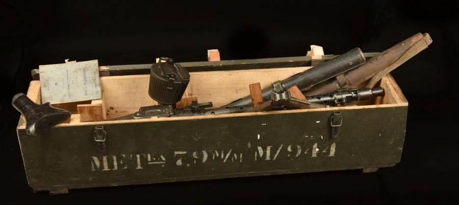 Mitrailleuse MG 34 en caisse avec ses accessoires. Catégorie C9