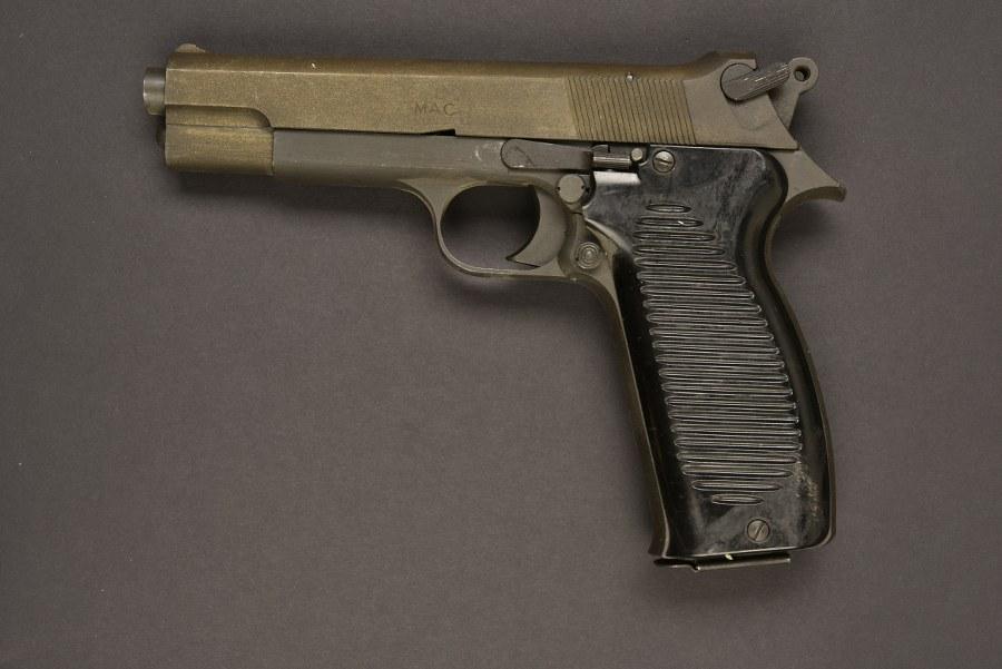 Pistolet MAC 1950 . Catégorie C9.