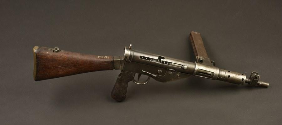 Pistolet mitrailleur Sten MK 5. Catégorie C9