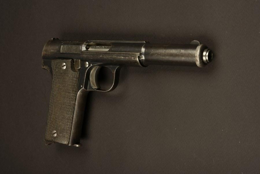 Pistolet espagnol modèle 1921 utilisé par Bernard Blier. Catégorie C9
