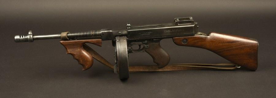 Pistolet mitrailleur Thompson Catégorie C9 utilisée dans le film Borsalino