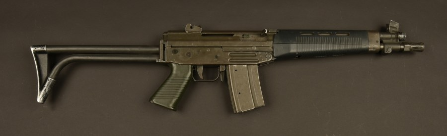 Fusil mitrailleur SIG 543 utilisé par Jean Reno dans le film Léon. Catégorie C9.