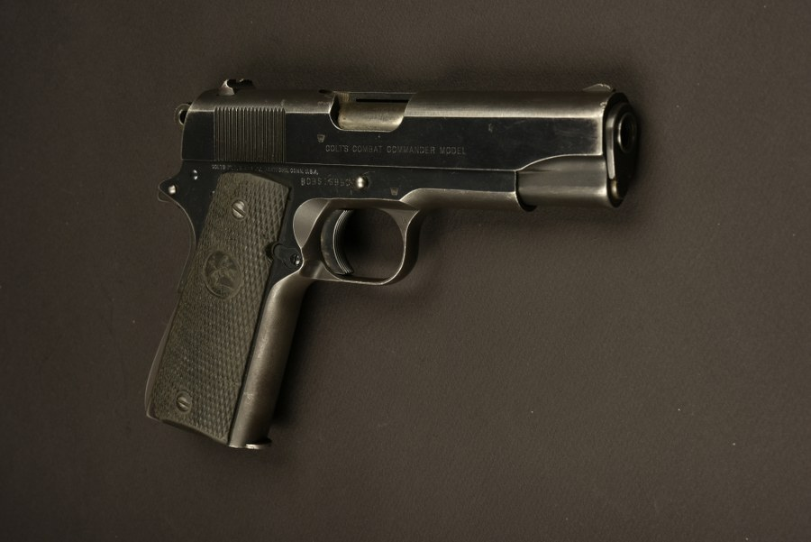 Pistolet Colt Combat Commander Model utilisé par Robert De Niro. Catégorie C9
