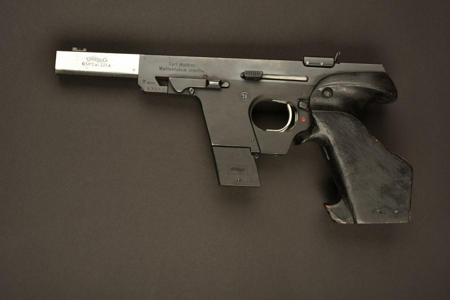 Pistolet Walther GSP utilisé par Jean Reno dans le film Léon. Catégorie C9.