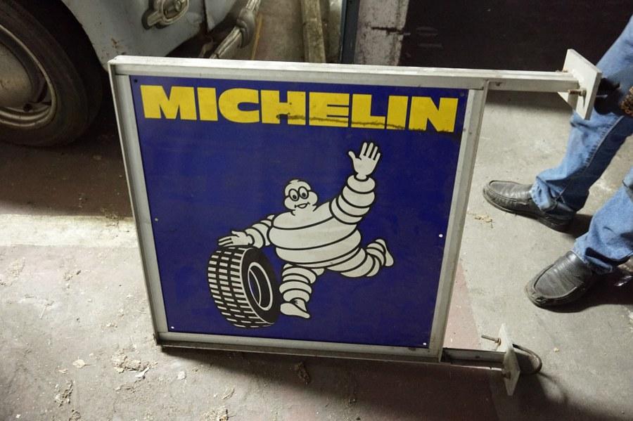 Panneau biface perpendiculaire MICHELIN publicitaire.