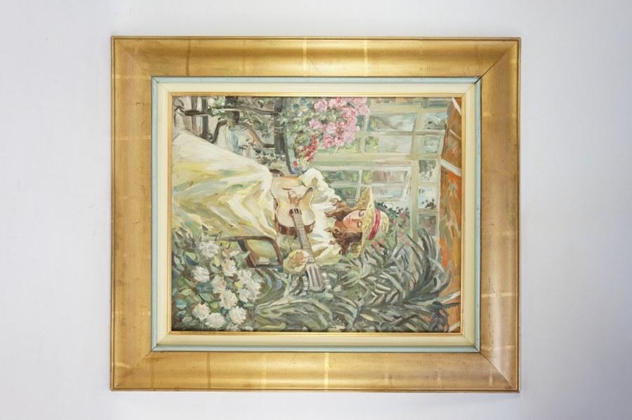 Elena KHMELEVA (née en 1966). Jeune femme à la guitare. Huile sur toile signée en bas à gauche et dos. 61 x 50 cm.
