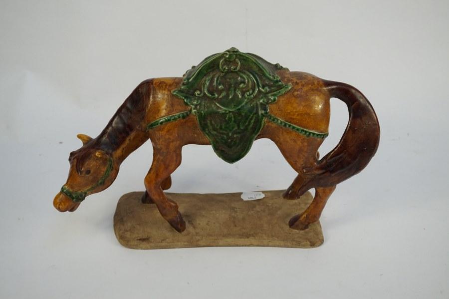 Cheval en terre cuite vernissé. H. : 24 cm.