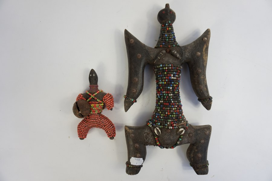 Lot composé de deux statuettes dites