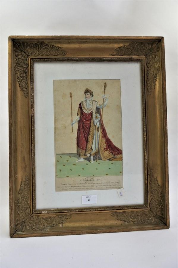 Gravure couleur de Napoléon 1er. Encadrement doré, accidenté. 48x38,5cm.