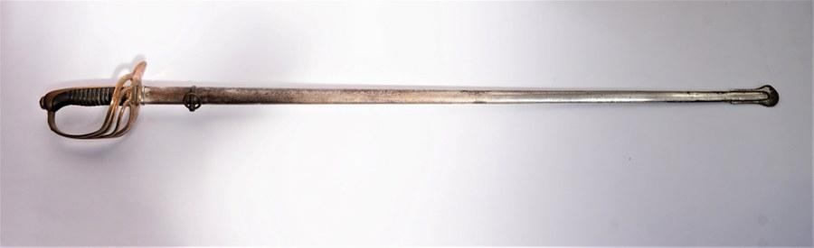 Sabre 1882 de dragons chiffré BC, modèle du commerce, poignée en laiton. Marquage fourbisseur Petit fils et Bailhache.