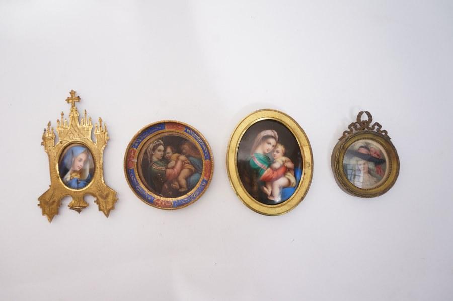 Lot de 4 miniatures. ''Vierge''.