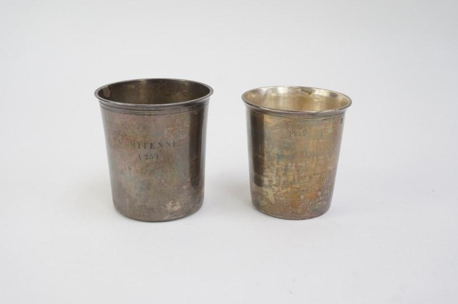 Lot de deux timbales en argent 950°°° Minerve 1er titre et Tête de Raphaël, inscrits 1937 et A. MITENNE (25) F.T. Poids : 121 gr. Petits chocs à la base