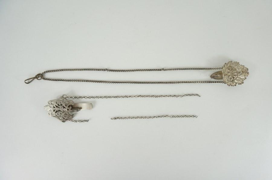 Deux attaches de cape en métal argenté. XIXème siècle.