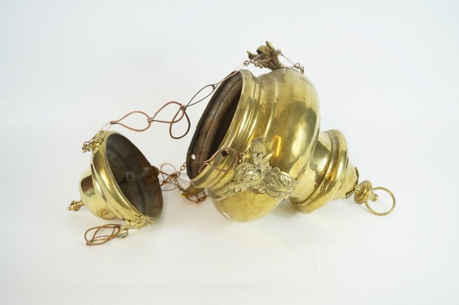 Lampe d'église en laiton à décor de séraphins. XIXe siècle. En l'état.