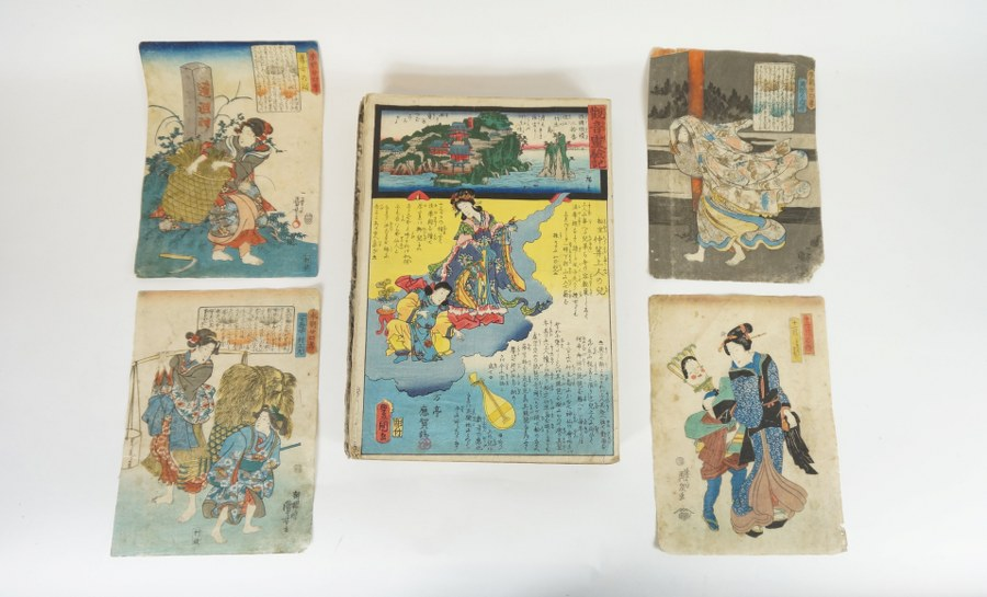 Lot d'estampes en feuillets et feuilles dont HIROSHIGE II, KUNISADA I, Les Miracles du Kannon… Milieu du XIXe siècle. Usures et salissures.