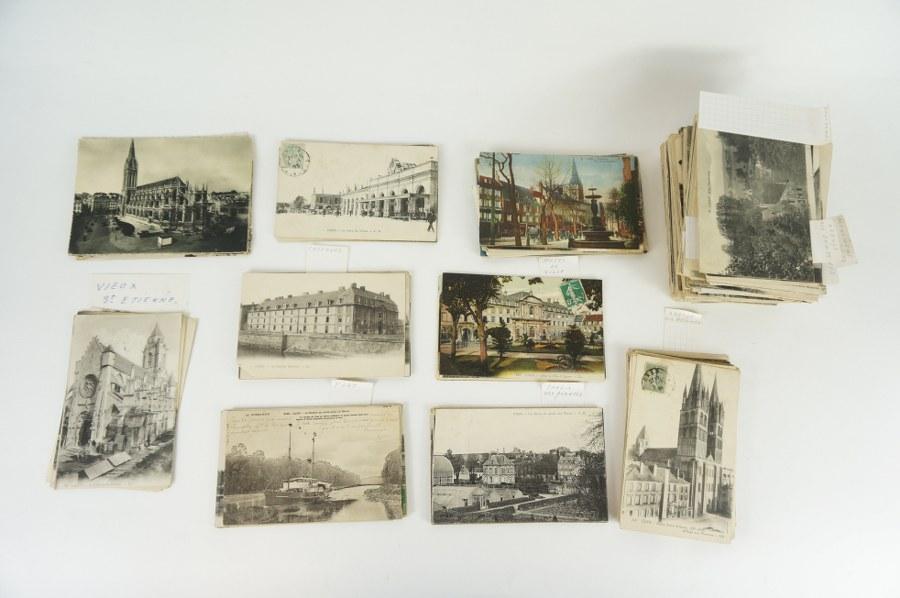 Lot de plus de 300 cartes postales sur Caen dont casernes, vieux hôtels, églises, bords de l'Orne… XIXe-XXe siècle.