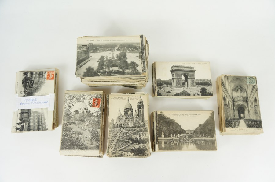 Lot d'environ 550 cartes postales sur Paris, Versailles et l'Île-de-France. Scènes de rues, monuments, évènements. XIXe-XXe siècle.