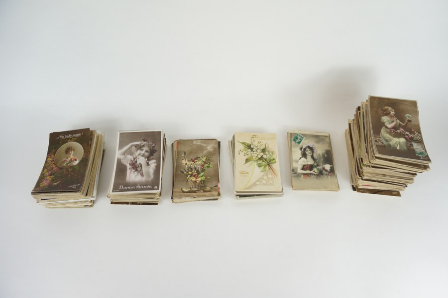 Lot de cartes postales de bonnes fêtes, Noël, Pâques, 1er Avril, pensées et baisers… Environ 400. Fin du XIXe - Début du XXe siècle.