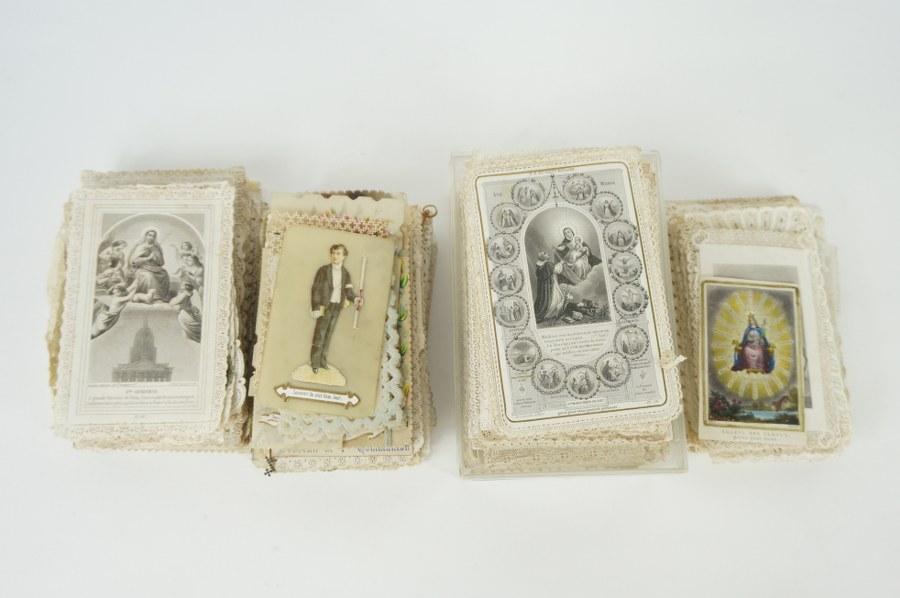 Lot cartes de communion en papier découpé. Environ 250. Fin du XIXe - Début du XXe siècle.
