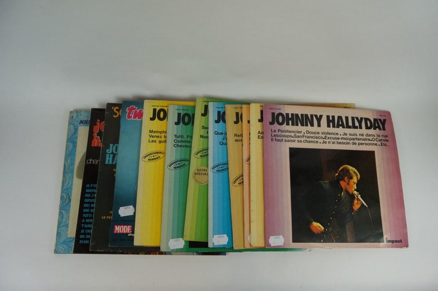 Lot de seize disques vinyles de JOHNNY HALLYDAY Impact 1 à 8, Twistin' the Rock, Flagrant Délit, Souvenirs, souvenirs, Rock'n Slow, La terre promise. Pochettes frottées.