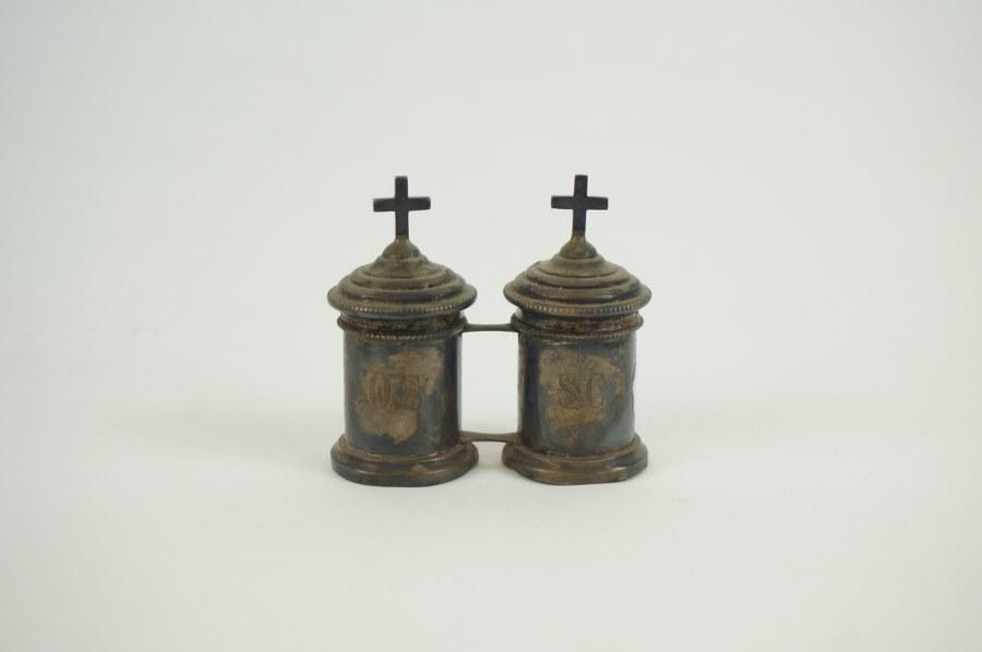 Boîte à saint Chrême en argent Minerve 1er titre. XIXe siècle.7 x 6 cm.