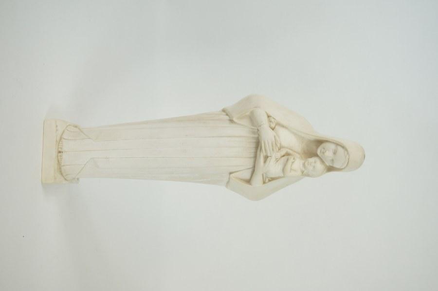 Vierge de Lisieux à l'Enfant en plâtre. XXe siècle. H. : 33 cm.