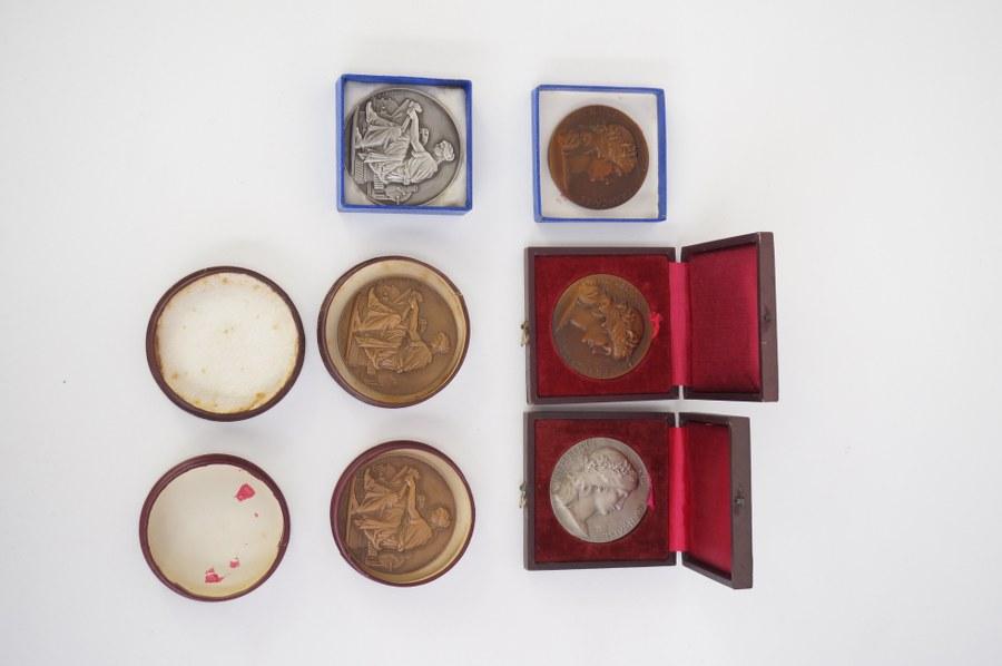 Lot de 5 médailles de table en bronze.