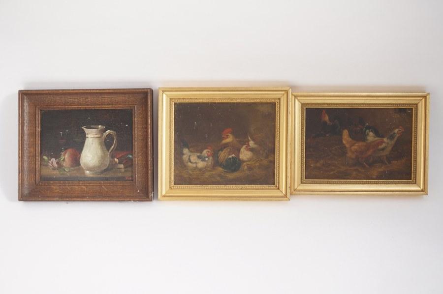 Trois huiles sur panneau dont E.V.D. ESSEN, ''Les deux Rivales'' et ''Les deux Préférées'', l'une signée datée 1895 et HAY (?), nature morte à la pêche et aux livres. Fin du XIXe - Début du XXe siècle. Environ 17,5 x 20 cm.
