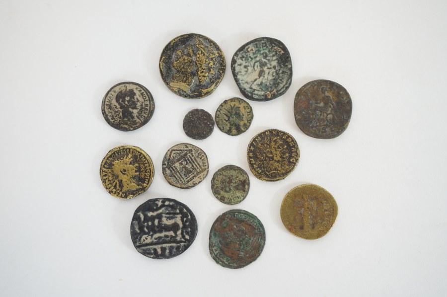 Lot de pièces anciennes.