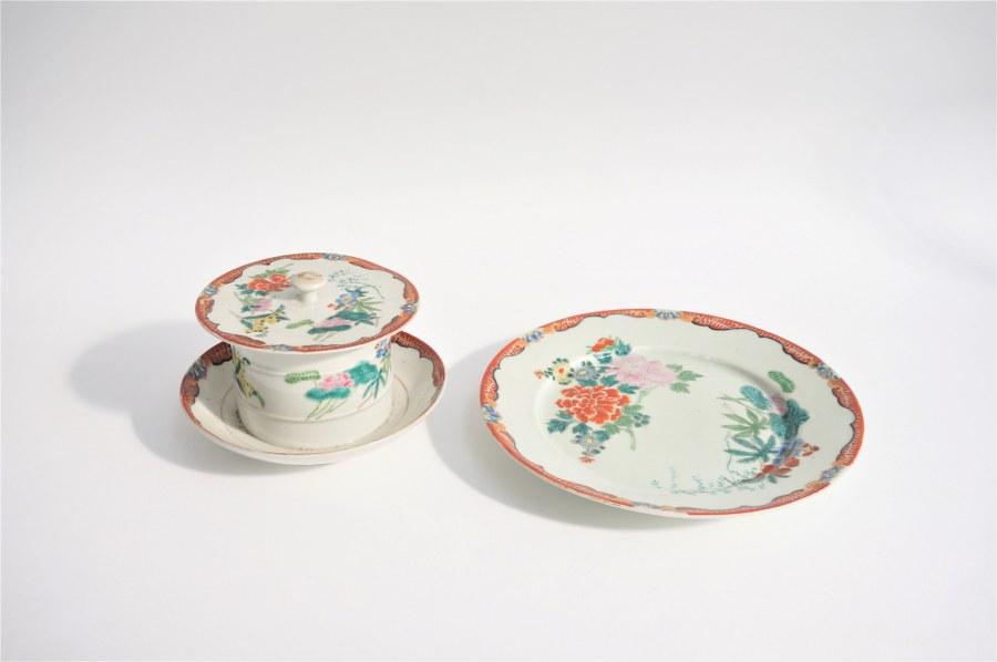 Coupelle couverte et soucoupe en porcelaine. Japon, XXe siècle. Marque Hichozan shinpo zo.