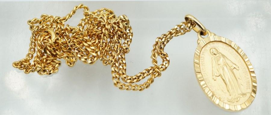 Médaille en or jaune avec sa chaîne en or jaune. Poids brut : 6, 8 gr.