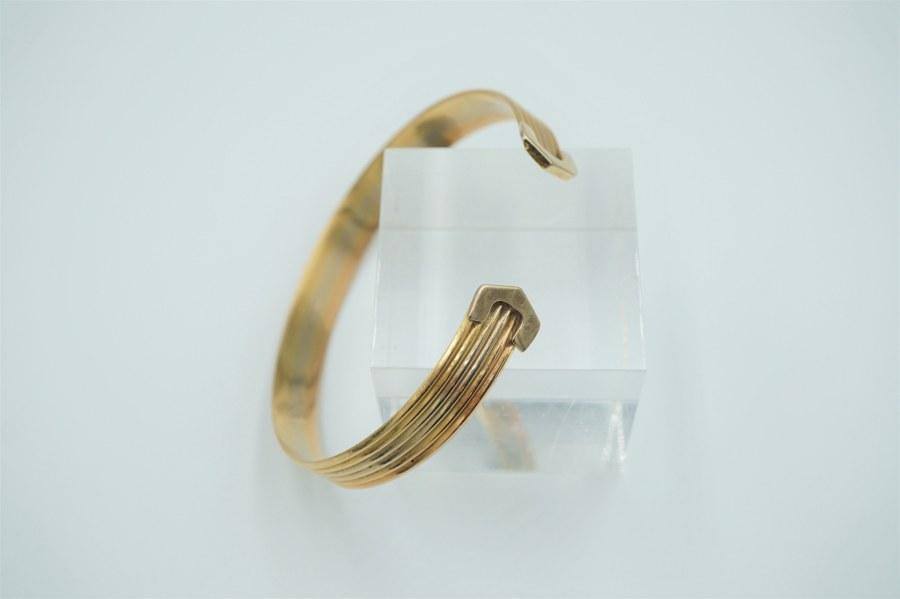 Bracelet en or jaune (750°°°) à décor de stries.  Poids : 21,84 gr.
