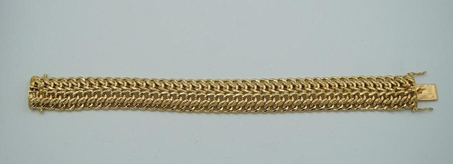 Large bracelet à mailles articulées en or jaune (750°°°).