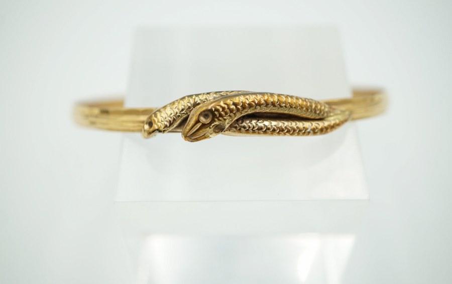 Bracelet anneau en or jaune iranien. Séparation en forme de serpent en métal doré. Poids brut :10,1 gr.