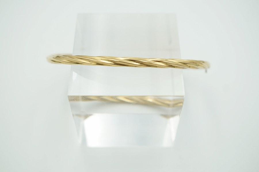 Bracelet en or jaune (750°°°) à décor torse. Poids brut : 5,9 gr.