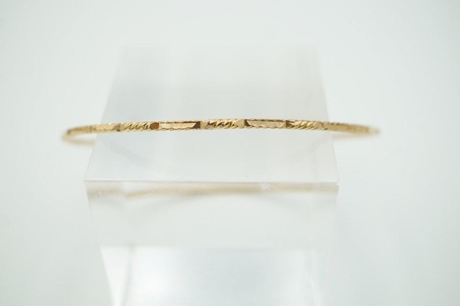 Bracelet anneau en or jaune étranger. Poids : 4,9 gr.