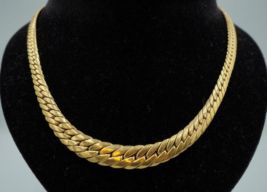 Collier à mailles anglaises en or jaune (750°°°). Poids : 23,08 gr.