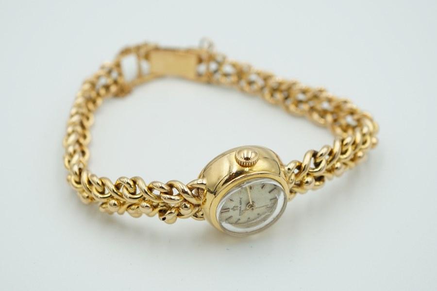 ETERNA. Montre de dame en or jaune (750°°°), le bracelet à mailles articulées. Poids brut : 25, 8 gr.