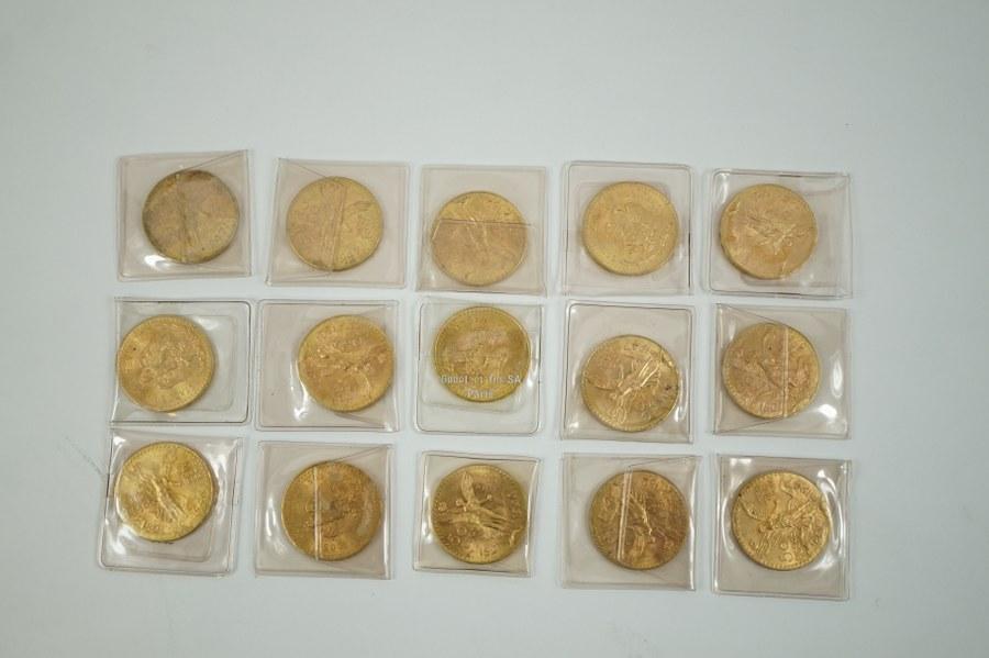 Quinze pièces de 50 Pesos or.