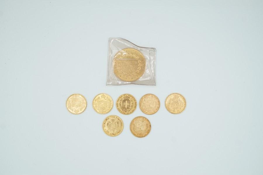 Pièce de 100 francs or, trois pièces de 20 francs Belge, deux pièces de 20 Bolivares, une pièce de 20 Drachmai or, pièce de 20 Lires Sardaigne or.