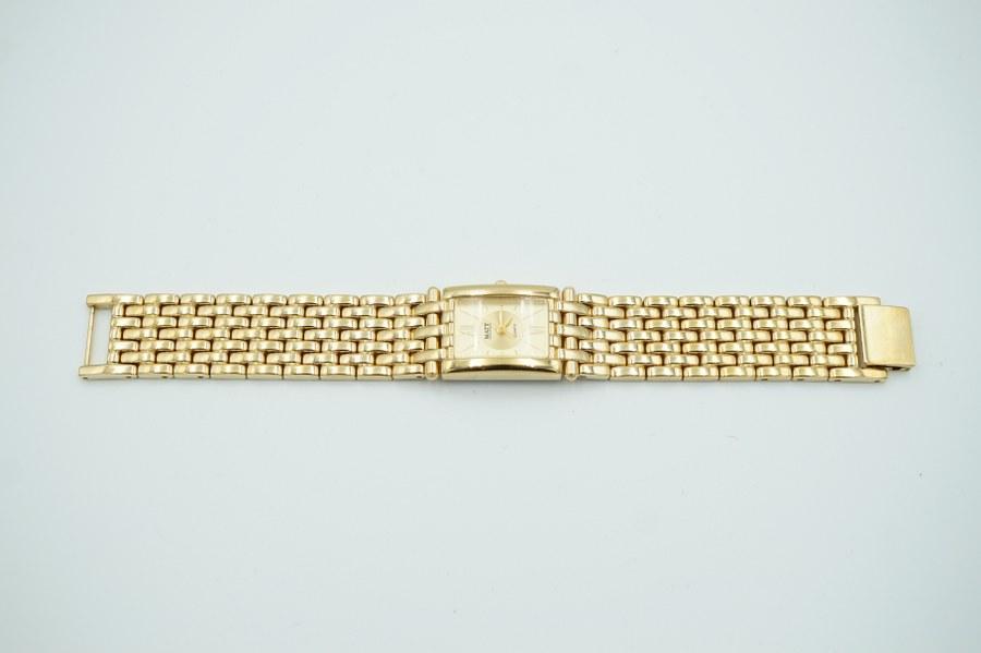 MATY. Montre bracelet de dame en métal doré.
