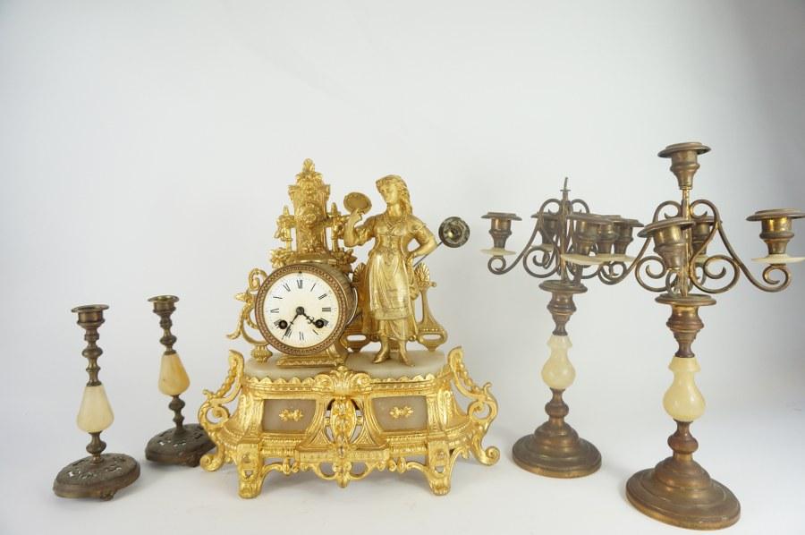 Façade de tabernacle en bois sculpté, polychromé et doré représentant le Christ bénissant.