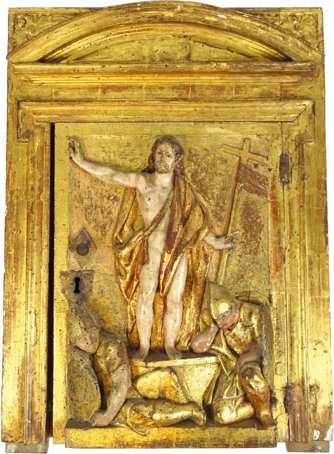 Façade de tabernacle en bois sculpté, polychromé et doré représentant la Résurrection dans un encadrement architecturé.