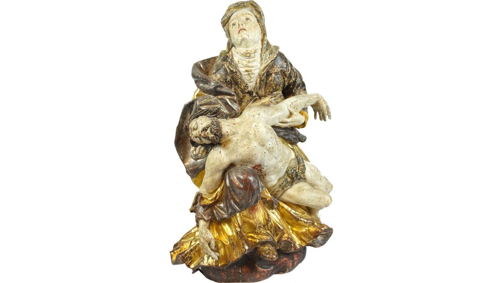 Vierge de Pitié en bois sculpté avec polychromie et dorure en partie a la mecca.