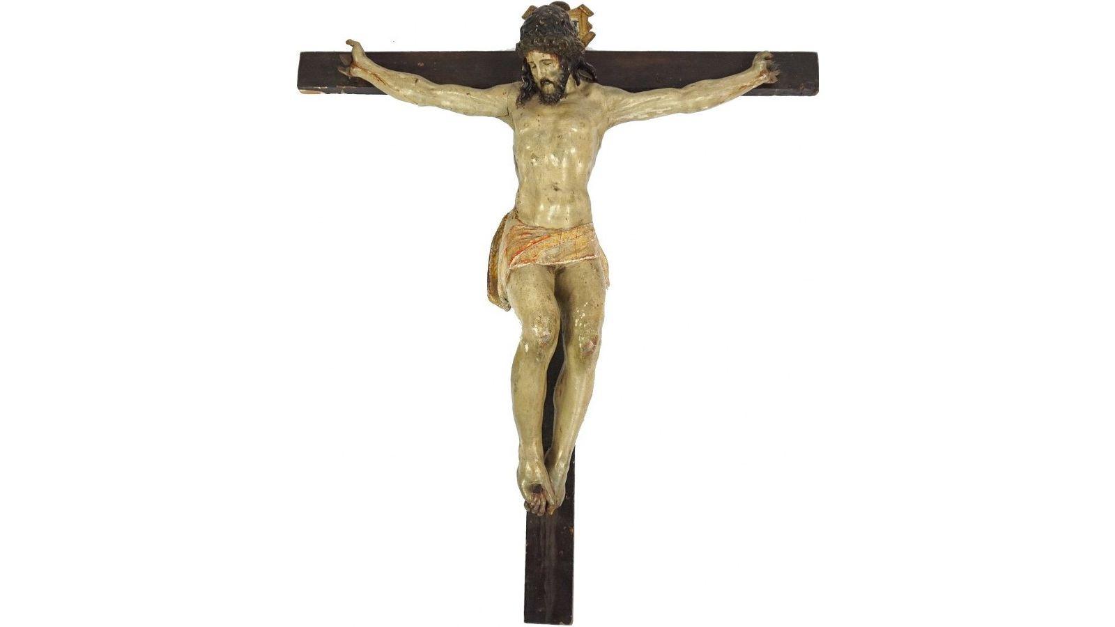 Crucifix avec Christ en bois sculpté, polychromé et doré.