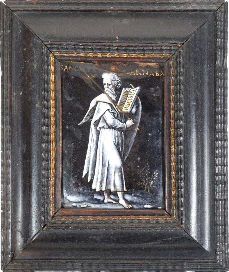 Plaque en émail peint en grisaille avec rehauts d'or représentant saint Barnabé tenant l'évangile de saint Matthieu et une hache sur l'épaule, contre-émail saumoné.